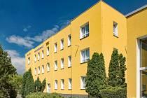 Opravená budova školy v Lužické ulici.