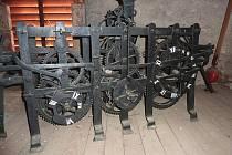 Ukradený hodinový stroj z tuhaňského kostela.