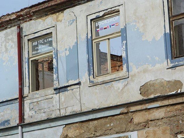 Současný stav Kounicova domu je ubohý.