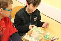 Na Základní škole Klíč v České Lípě připravili Den sametové revoluce. Dětem na druhém stupni měl přiblížit minulý režim formou netradiční výuky.