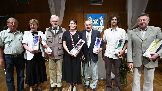 Cenu Poděkování starostky převzala jedna žena, tři muži a zástupci Klubu českých turistů.