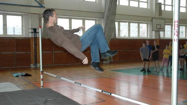 Reprezentant Tomáš Janků učil českolipské děti jak správně skákat