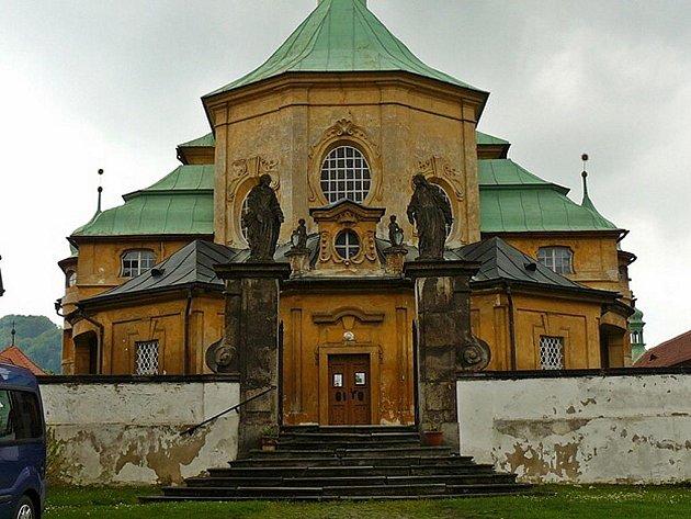 Kostel Navštívení Panny Marie v komplexu v Horní Polici patří mezi nejvýznamnější Broggiova díla na Českolipsku.