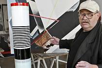 Novoborský výtvarník Ivo Rozsypal znovu vytvořil dvě repliky svých děl – Mrakodrap a Věž