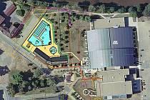 Plánované rozvržení venkovního bazénu vedle Ploučnice a sportovní haly.