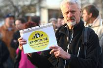 Stydíme se za svou vládu a svého prezidenta, chceme jejich demisi. Toto heslo zaznělo na českolipské demonstraci.