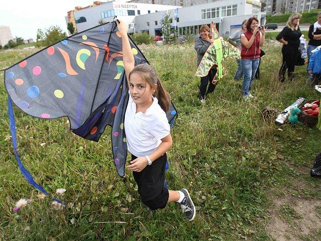 Tradiční podzimní akce rodičů a dětí, kterou pořádá mateřská školka ze Špičáku – Setkání s Podzimáčkem - se uskutečnila 25. září na louce u českolipského gymnázia.