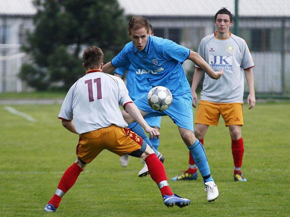 Rezerva Lípy podlehla libereckému Rapidu o čtyři góly. Landyš sleduje souboj Bečvaříka se Soukeníkem.