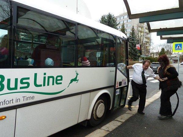 Čertovský autobus jezdil vpátek Českou Lípou.