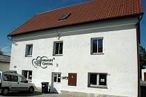 V tomto domě v České Lípě Dubici chce firma Memory Crystal provozovat krematorium pro zvířata.