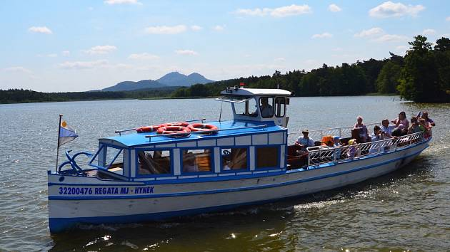 I na Máchově jezeře je sezona zatím spíše průměrná. Lépe než v minulých letech je na tom lodní doprava.