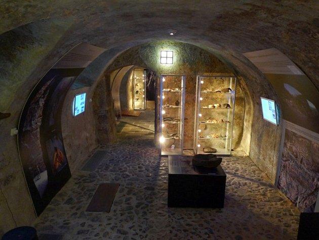 Archeologické muzeum sídlí v budově bývalé městské šatlavy v historickém centru České Lípy.