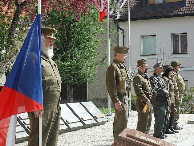 Pietní akt ke Dni vítězství začal v České Lípě na náměstí Osvobození.