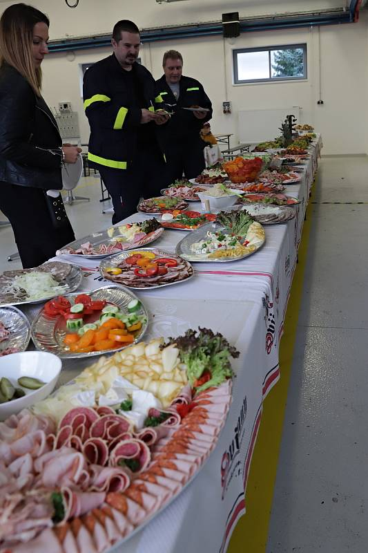 Slavnostní předání nové hasičské zbrojnice v Kravařích.