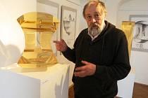 Sklářský výtvarník Vladimir Klein vystavuje v šenovském Sklářském muzeu.