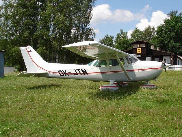 ťyřmístný letoun typu Cessna 172, určený k vyhlídkovým letům.