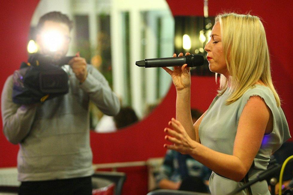 Během večera vystoupila zpěvačka Martina Pártlová.