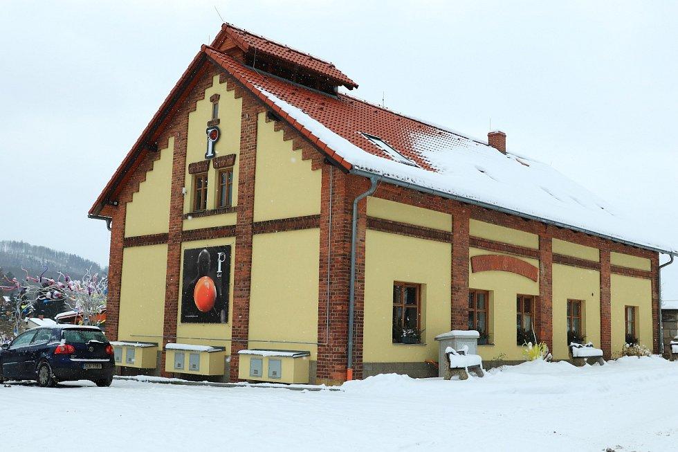 Skleněná zahrada a sklářský ateliér v Kunraticích u Cvikova.