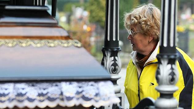 Zcela ojedinělou akci si na svátek Památky zesnulých připravil českolipský hřbitov. Uspořádal Den otevřených dveří a skutečně takřka žádné z nich nezůstaly zavřené.