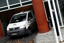LOUPEŽ STOLETÍ. Z třídírny peněz firmy G4S zmizelo v březnu 2007 zhruba půl miliardy korun.