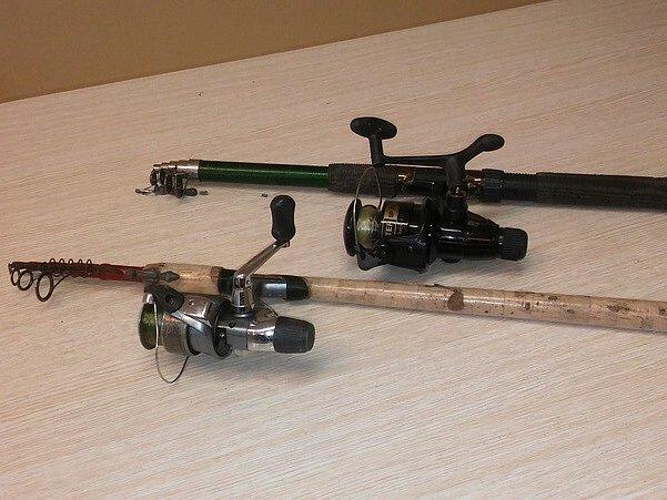 Dva pytlácké rybářské pruty našly v elektronické aukci nového majitele.