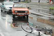 Úterní nehoda auta a cyklistky v Hrnčířské ulici v České Lípě.