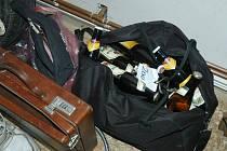 V místnosti pro ztráty a nálezy na českolipském úřadě se najde i taška plná piv.