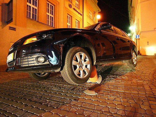 Válec nebyl při odbočování vidět, tvrdí Jiří Safra. Škodu na autě chce vymáhat po českolipské radnici.