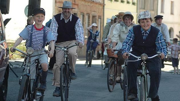Přehlídka starých bicyklů v Dubé v roce 2011.