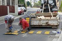 Zpomalovací pruh zklidní dopravu v novoborských Arnultovicích