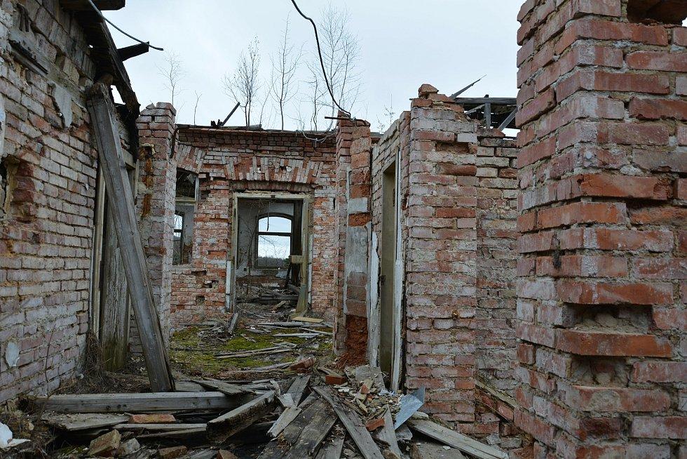 Bývalá továrná na křišťálové lustry firmy Elias Palme v Kamenickém Šenově.