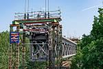 SŽDC renovuje železniční most nedaleko Zahrádek u České Lípy.
