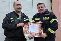 Velitel hasičské jednotky města Česká Lípa Luboš Břenda a jeho kolega Zdislav Bradáč doufají, že při oživování historie sboru českolipských hasičů pomohou někteří z pamětníků.