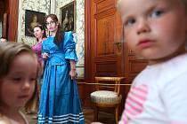 Letní prohlídky určené především dětem, které po zámku doprovází princezna, jsou jednou z atrakcí zámku v Zákupech. I díky nim tady přibylo návštěvníků.