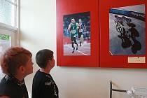 Svět handicapovaných sportovců přibližují velkoformátové fotografie Tomáše Lisého, které jsou až do 23. srpna k vidění ve foyeru kina Máj v Doksech. Návštěvníci si mohou mimo jiné prohlédnout snímky pořízené paralympiád.