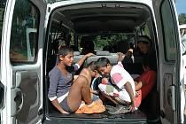 Ze zbrusu nového auta měl radost nejen personál Dětského domova v Jablonném, ale i děti, které jej ihned vyzkoušely.