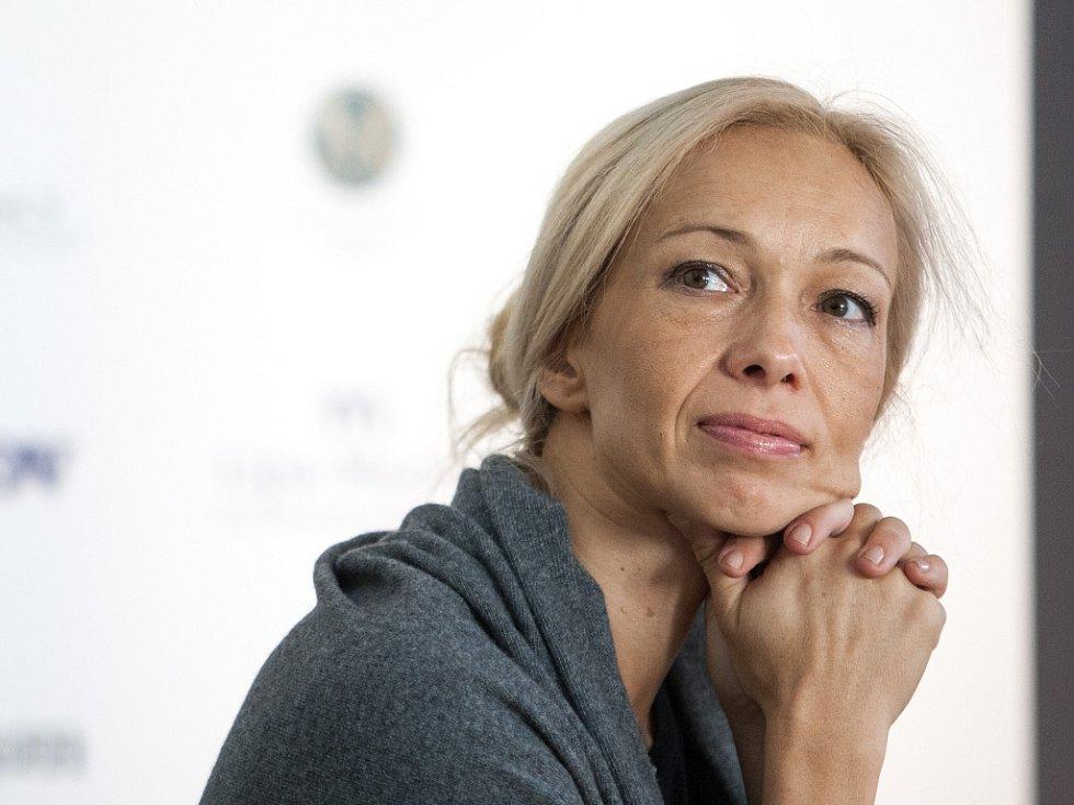 Slovinská výtvarnice Tanja Pak na páteční tiskové konferenci.