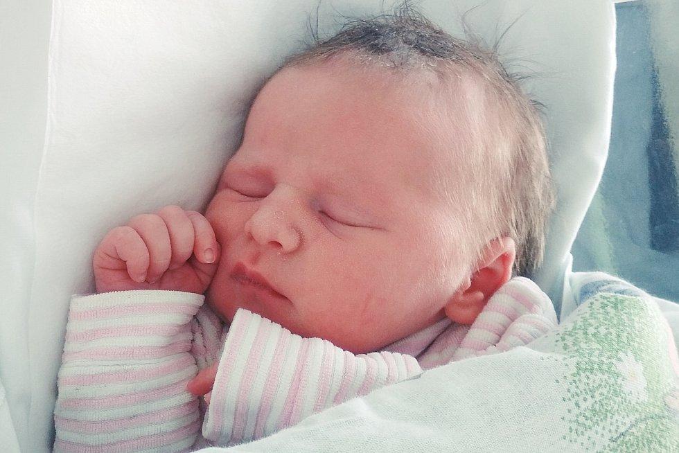 Rodičům Lucii a Jakubovi Brádkovým z Libochovic se v pátek 24. dubna v 0:53 hodin narodila dcera Eliška Brádková. Měřila 48 cm a vážila 3,05 kg.