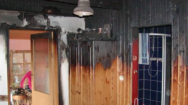 Požár chalupy ve Volfarticích uhasl sám