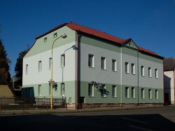 Vposledních deseti letech se Skalice zaměřila na zateplování a další úspory energií uvšech svých školských objektů.