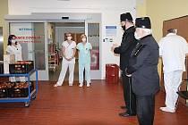 Předání darů v českolipské nemocnici.
