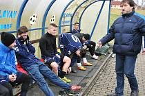 Prvním soupeřem fotbalistů Doks v zimní přípravě byla juniorka Varnsdorfu, kterou posílilo několik divizních hráčů Nového Boru.