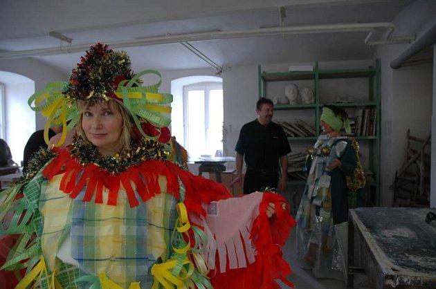 Pířprava masek na karneval