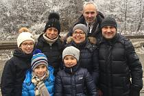 Rodiny Jakoubkova a Wéghova na nádraží ve Svoru.
