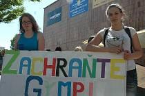 Protestní pochod studentů českolipského gymnázia městem na rozhodnutí krajských radní nic nezměnil.