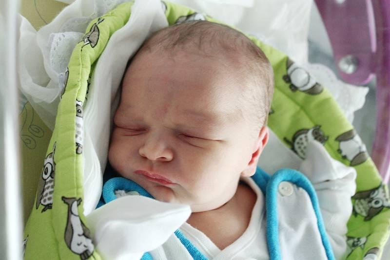 Rodičům Michaele Mikičové a Bořku Chlumovi z Varnsdorfu se v pondělí 4. října ve 20:48 hodin narodil syn Filip Chlum. Měřil 50 cm a vážil 3,53 kg.