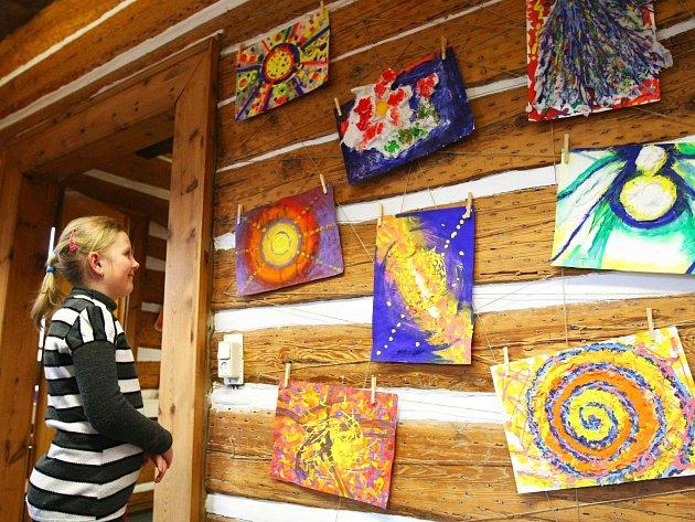 Vize v umění, výstavu pod tímto názvem zahájili v novoborském infocentru.