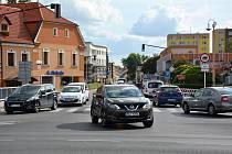 Starý systém řízení křižovatek vulicích Hrnčířská a 5.května v České Lípě se změnil zdlouho používaných pevných programů na dynamické.