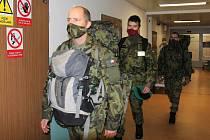Vojáci pomohou jako sanitáři