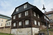 Památkově chráněný dům v novoborské Kalinově ulici, který čeká rekonstrukce v rámci česko-polského projektu Cesta skla. Stav z podzimu 2018